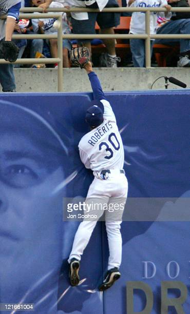 Los Angeles Dodgers Dave Roberts can't get to San Francisco Giants Barry Bonds' three run home run in the third inning off Hideo Nomo at Dodger...