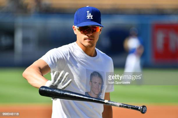 Los Angeles Dodgers outfielder Enrique Hernandez wears a t-shirt with Los Angeles Dodgers infielder Chase Utley's face on it during batting practice...