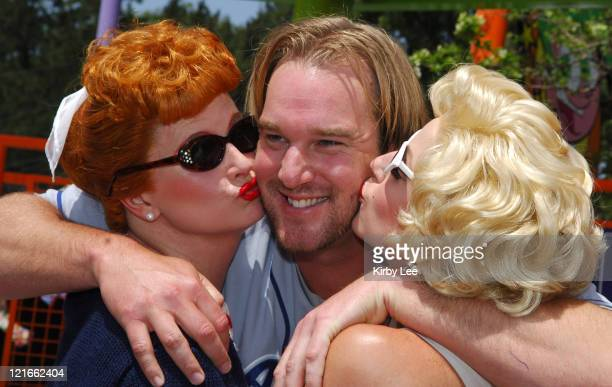 Los Angeles Dodgers pitcher Derek Lowe receives a kiss from Diane Vincent portraying Lucille Ball and Tia Marrie portraying Marilyn Monroe at news...