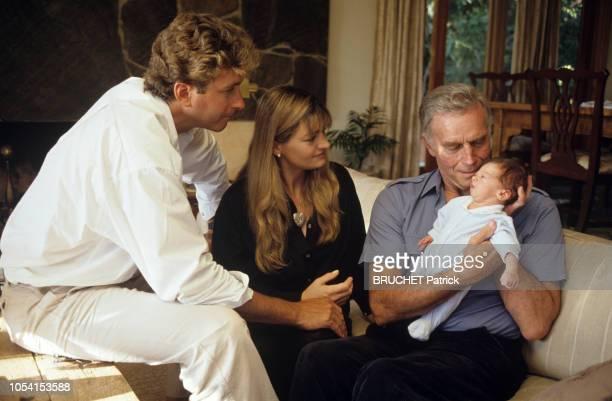 Los Angeles EtatsUnis 23 août 1991 Rendezvous avec Charlton HESTON chez son fils Fraser et son épouse Marilyn pour la naissance de son petitfils Jack...