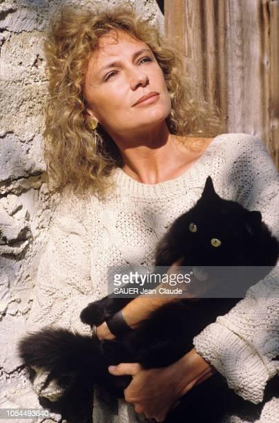 Los Angeles EtatsUnis Novembre 1988 L'actrice Jacqueline BISSET dans sa propriété de Beverly Hills Portrait en plan rapproché de Jacqueline BISSET...