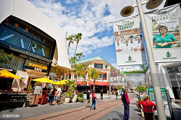 los angeles farmer's market and the grove shopping mall - the grove los angeles stock pictures, royalty-free photos & images