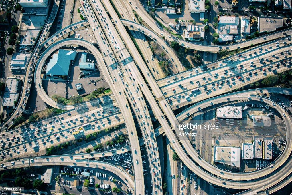 Los Angeles Freeway Austausch während der Rush Hour : Stock-Foto