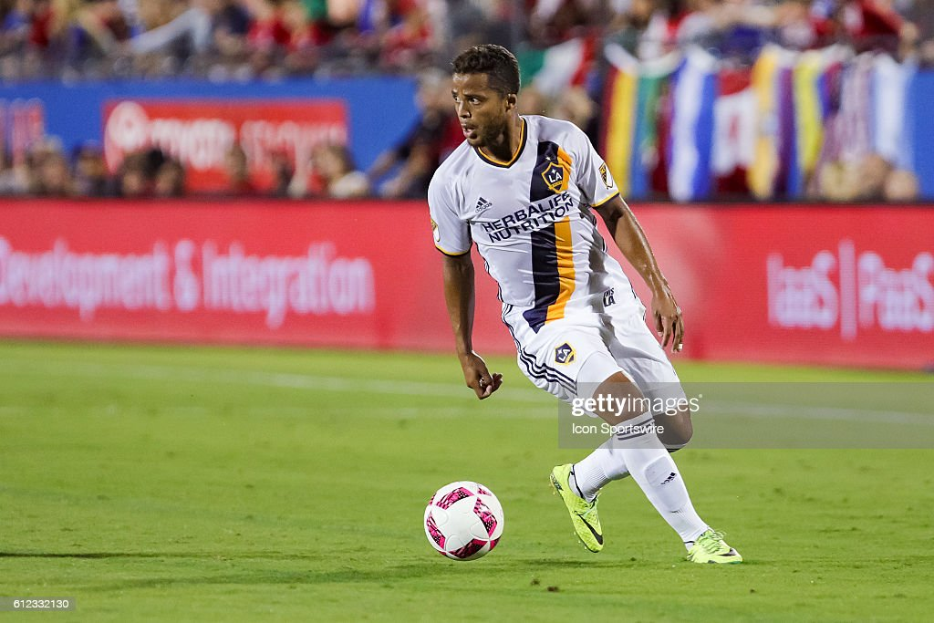 SOCCER: OCT 01 MLS - Galaxy at FC Dallas : News Photo