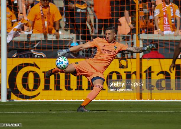 Los Angeles Galaxy goalkeeper David Bingham sends the ball into play during the MLS match between the Los Angeles Galaxy and Houston Dynamo on...