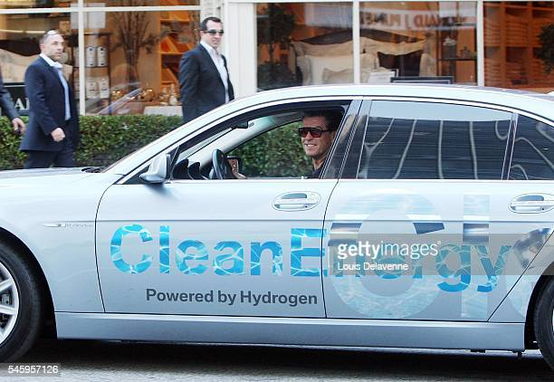 ONLY Los Angeles January 12 2009 Pierce Brosnan and his wife Keely Shaye Smith leave Mr Chow restaurant in Beverly Hills driving a Clean Energy...