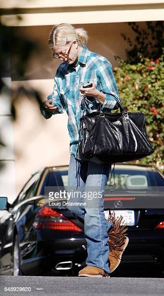 Los Angeles January 20 2009 Tori Spelling goes at a Nail Salon REV/90120110