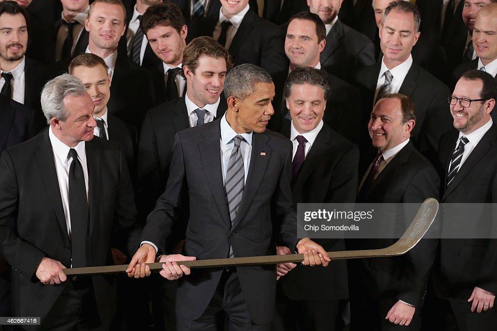 President Obama Hosts NHL Champions LA Kings And MLS Champions LA Galaxy : News Photo