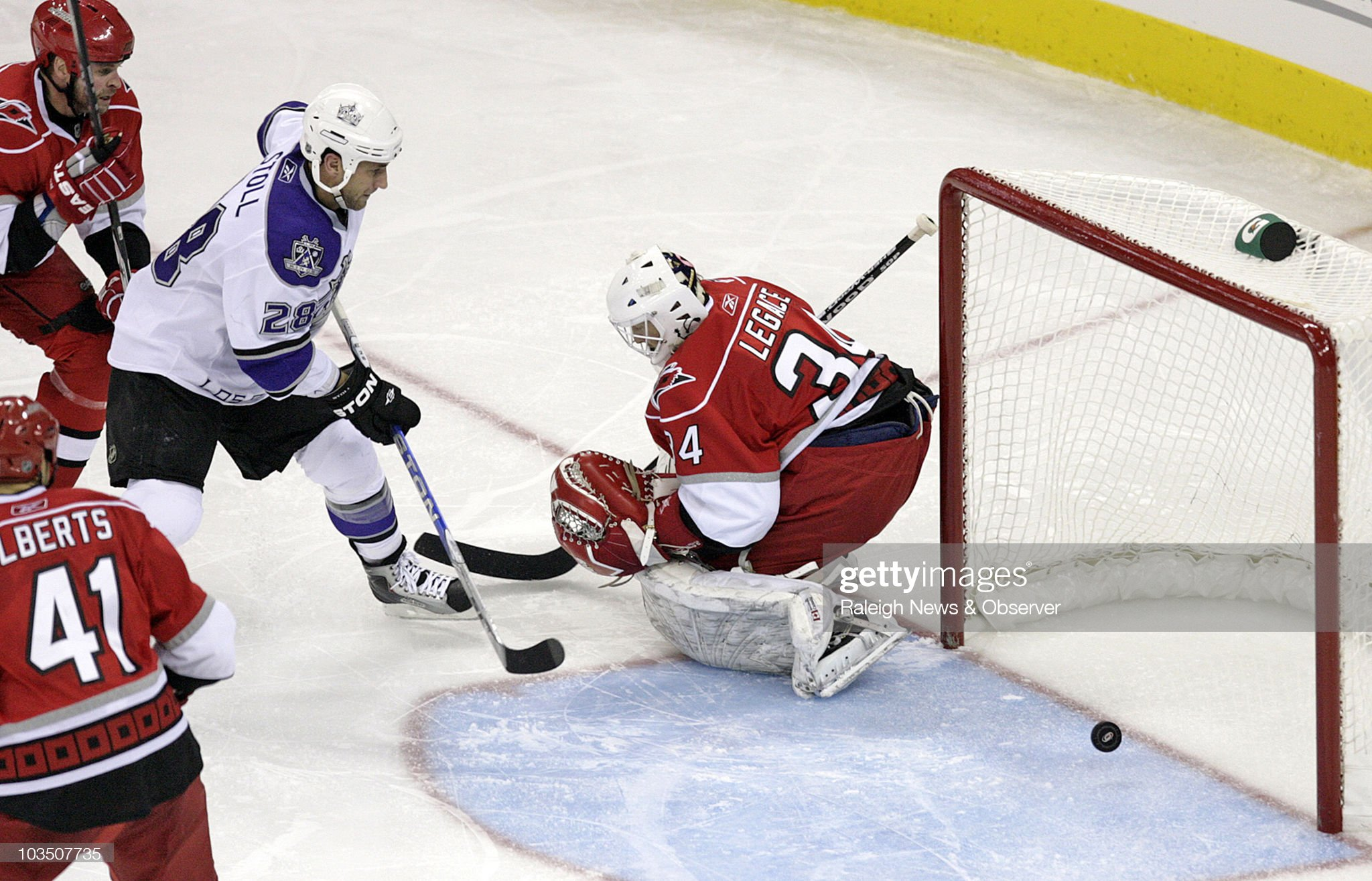 los-angeles-kings-jarret-stoll-puts-the-