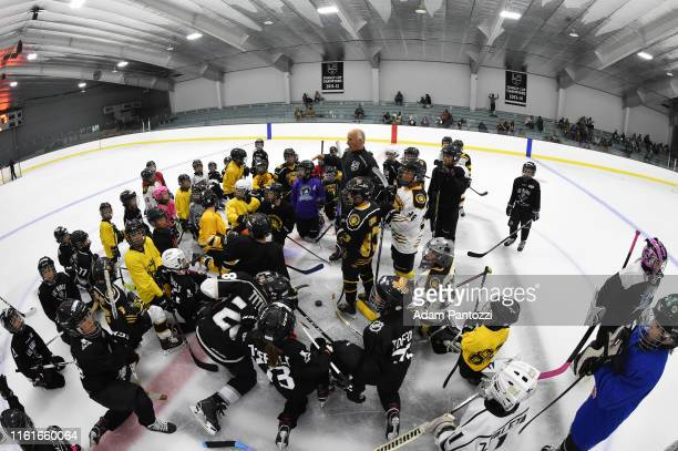 Los Angeles Kings Radio PlayByPlay Announcer Daryl Evans instructs youth hockey players during the LA Kings Pickwick Ice Center Grand ReOpening at LA...
