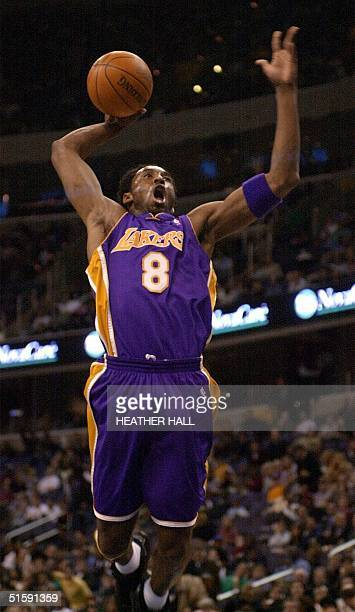 Los Angeles Laker guard Kobe Bryant makes a dunk against the Washington Wizards in the first quarter 16 March 2001 at the MCI Center in Washington DC...