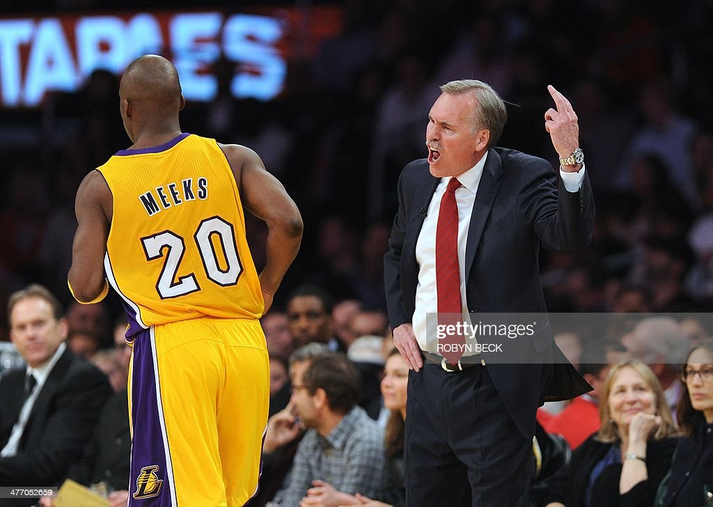 Los Angeles Lakers coach Mike D'Antoni reacts during the game against the Los Angeles Clippers during NBA action March 6, 2014 at Staples Center in Los Angeles, California. AFP PHOTO / Robyn BECK