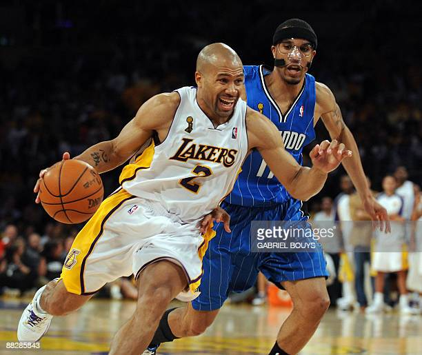 Los Angeles' Lakers guard Derek Fisher outpasses Orlando Magic's guard Courtney Lee during the Game 2 of the NBA final between Los Angeles Lakers and...