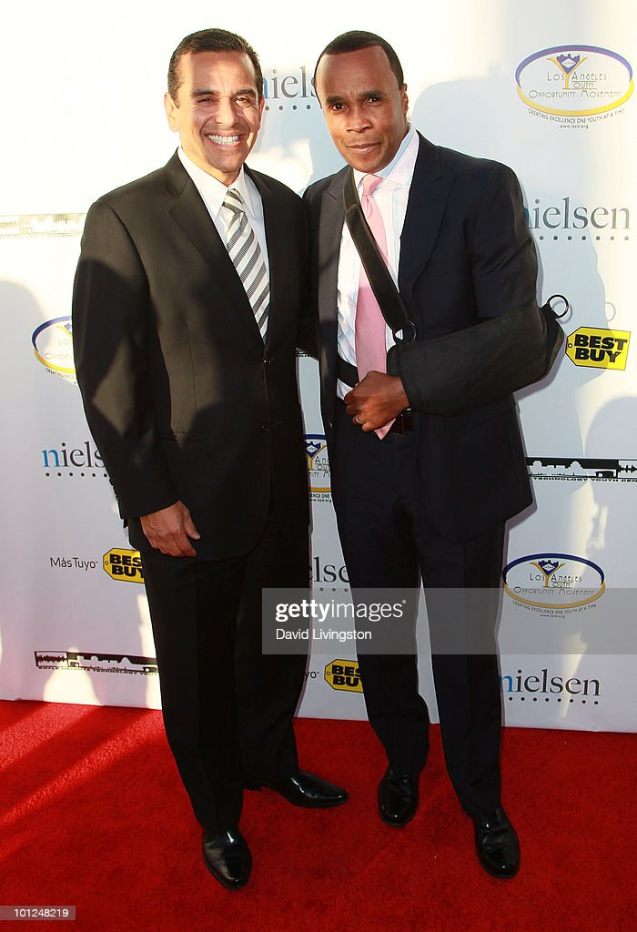 Los Angeles mayor Antonio Villaraigosa (L) and boxer Sugar Ray Leonard attend the 4th Annual Community Awards Red Carpet Gala at the Boyle Heights Technology Youth Center on May 28, 2010 in Los Angeles, California.