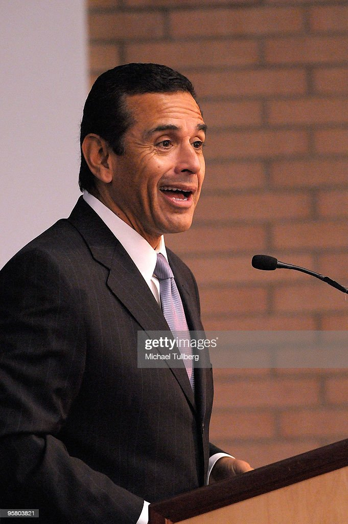 Los Angeles Mayor Antonio Villaraigosa speaks at the 2010 Minority Broadband Empowerment Summit, held at the University of Southern California on January 15, 2010 in Los Angeles, California.
