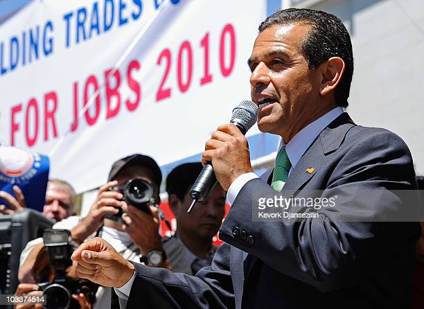 Los Angeles Mayor Antonio Villaraigosa speaks to thousands of workers gathered in front of Los Angeles City Hall for a labor rally seeking support of...