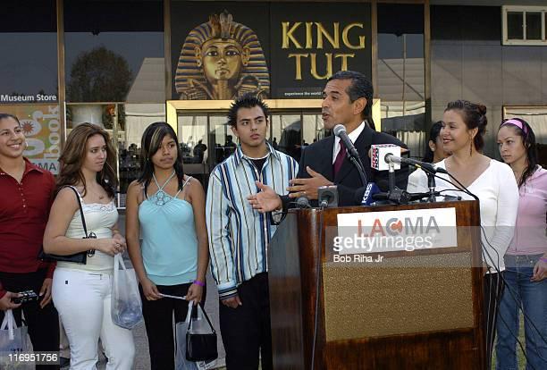 Los Angeles Mayor Antonio Villaraigosa welcomes students from Santa Ana High School today Nov 3 2005 after announcing a fiveday extension of the...