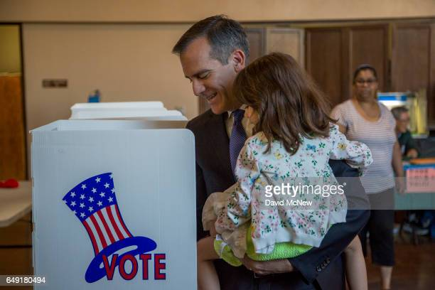 Los Angeles Mayor Eric Garcetti votes for mayor with daughter Maya Garcetti as Angelenos go to the polls on March 7 2017 in Los Angeles California...