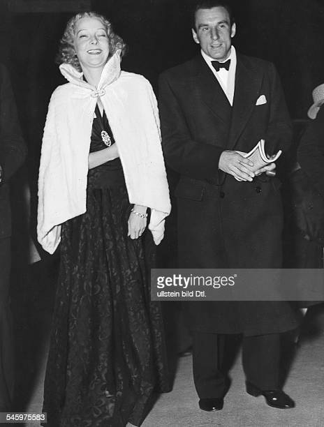 Los Angeles Perry, Fred - Tennis player, Great Britain - *18.05..1995+ - with his wife, American actress Helen Vinson, in Hollywood - - Vintage...