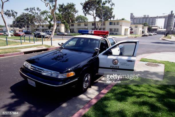 los angeles police car during cruise detail - los angeles police department stock pictures, royalty-free photos & images
