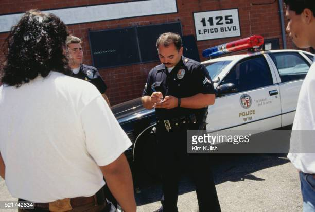 los angeles police officers ticketing a driver - los angeles police department stock pictures, royalty-free photos & images