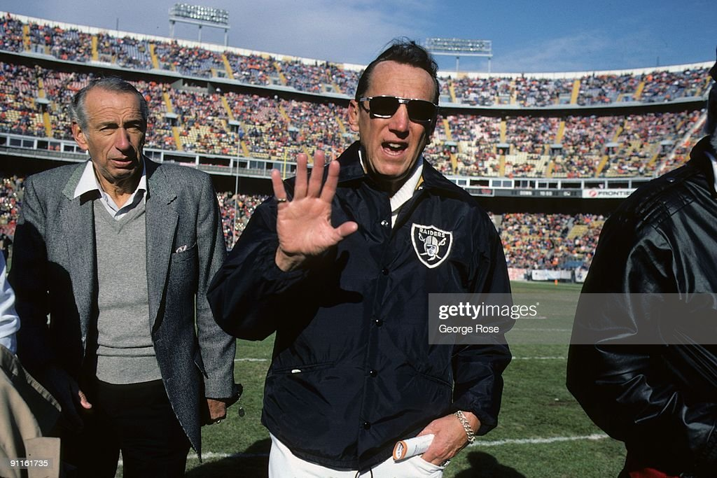 Los Angeles Raiders v Denver Broncos : News Photo
