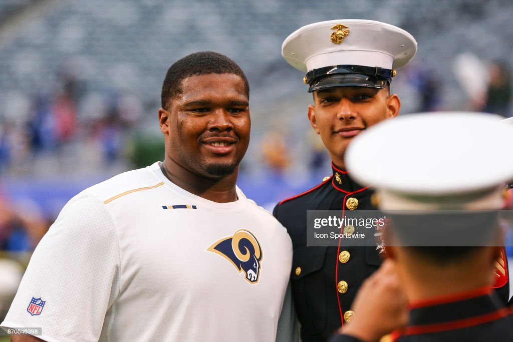 1356b57ab ... Los Angeles Rams defensive end Tanzel Smart (92) has his photo taken  with a ...