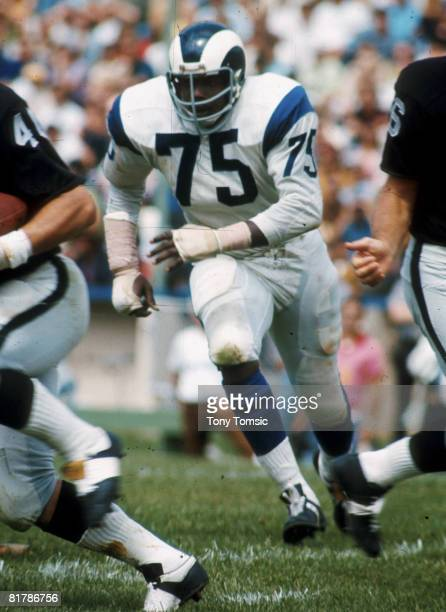 """Los Angeles Rams Hall of Fame defensive end David """"Deacon"""" Jones follows the ball in a 20-7 loss to the Oakland Raiders on August 21, 1971 at..."""