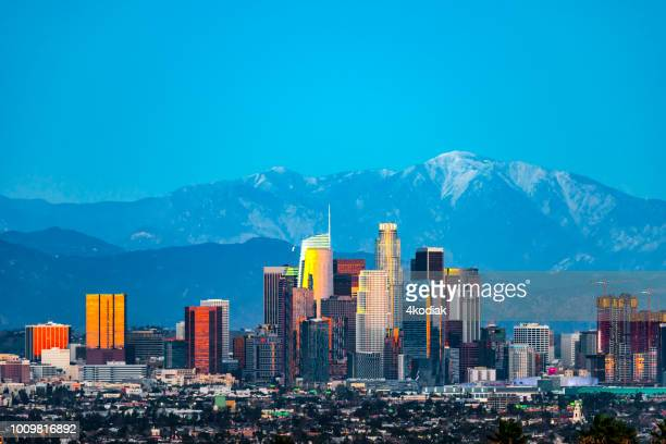 los angeles skyline after sunset - los angeles foto e immagini stock