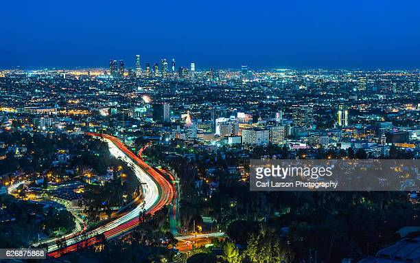 los angeles skyline at night - hollywood california stock pictures, royalty-free photos & images