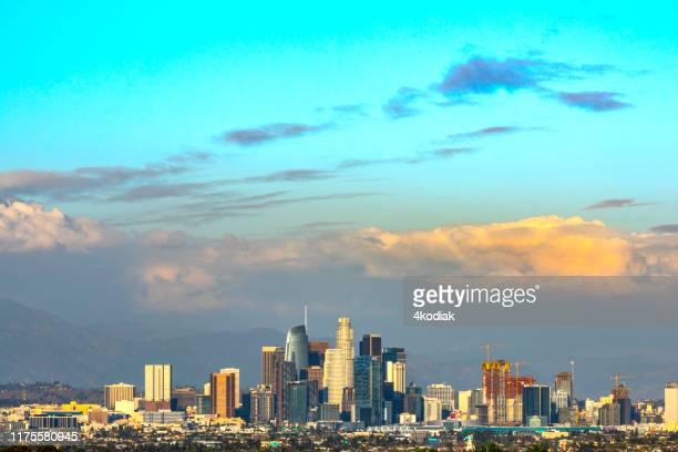los angeles skyline at twilight - los angeles mountains stock pictures, royalty-free photos & images