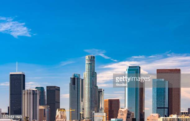 los angeles skyline - san gabriel mountains stock pictures, royalty-free photos & images