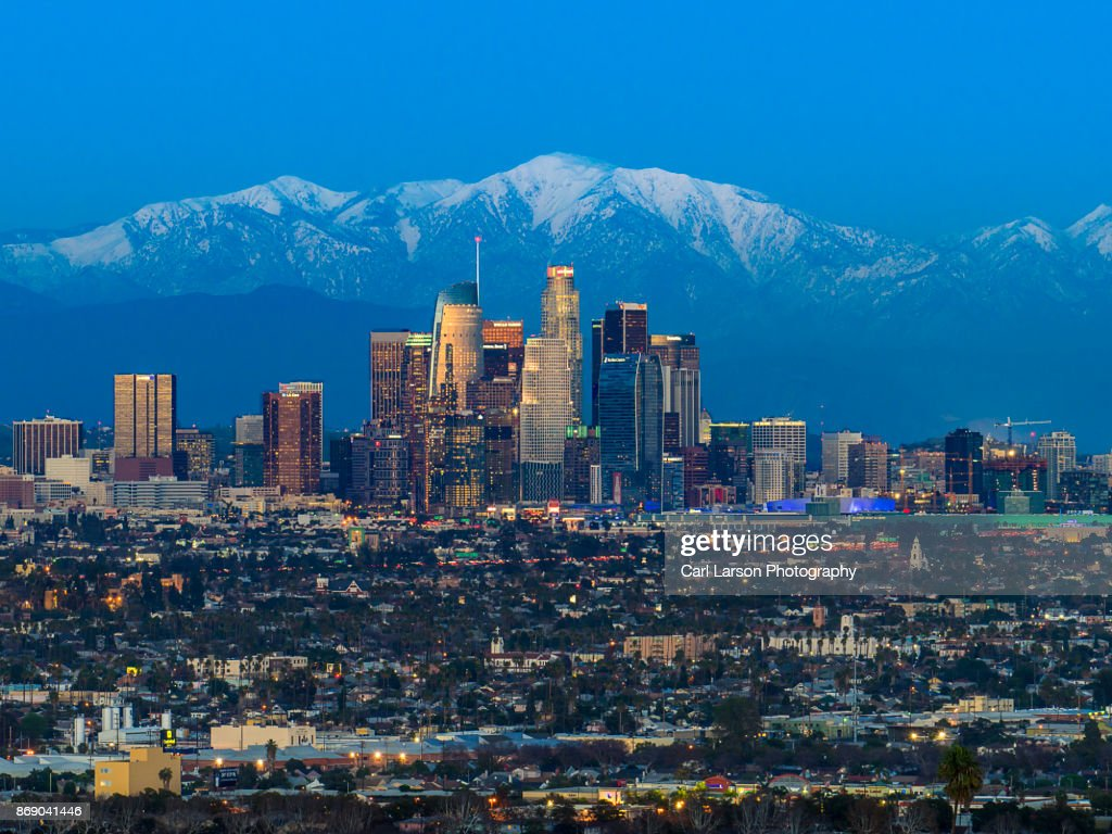 Los Angeles Skyline With Snow Capped Mountains : Foto de stock