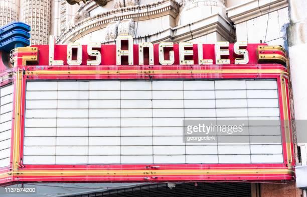 los angeles theater marquee teken - color out of space 2019 film stockfoto's en -beelden
