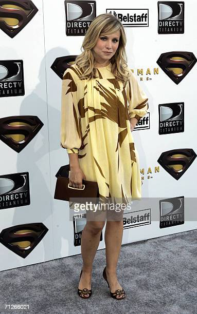 Los Angeles, UNITED STATES: Actress Kristen Bell arrives to the premiere of Superman the Return at the Mann Village Theater in Los Angeles 21 June...