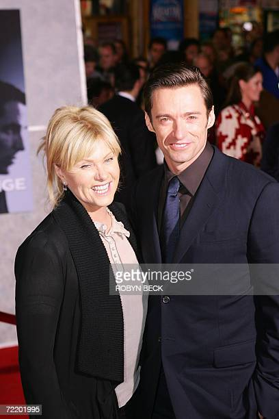 """Los Angeles, UNITED STATES: Australian actor Hugh Jackman arrives with his wife Deborra-Lee Furness for the world premier of """"The Prestige,"""" at El..."""
