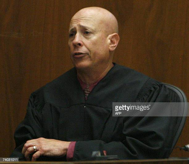 Judge Larry Fidler addresses jurors during the murder trial of music producer Phil Spector at Los Angeles Superior Court in Los Angeles 30 April 2007...