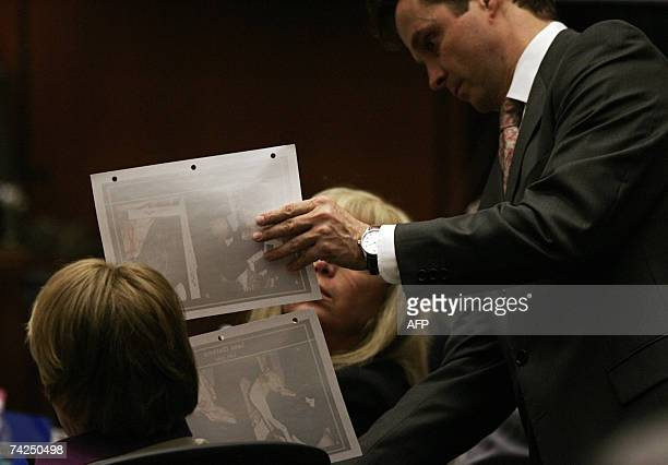 Los Angeles, UNITED STATES: Lead prosecutor Alan Jackson shows evidence photos of the crime scene of actress Lana Clarkson to defense attorney Linda...