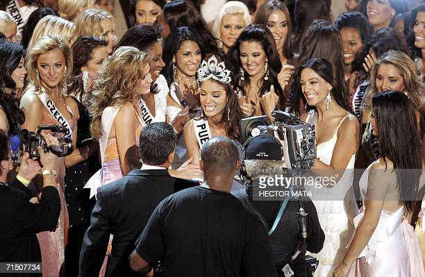 Miss Puerto Rico Zuleyka Rivera Mendoza is surrounded by all contestants after being crowned Miss Universe 2006 in Los Angeles 23 July 2006 Beauties...