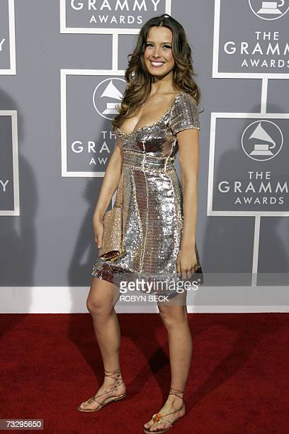 Los Angeles, UNITED STATES: Model Petra Nemcova arrives at the 49th Grammy Awards in Los Angeles 11 February 2007. AFP PHOTO/Hector MATA