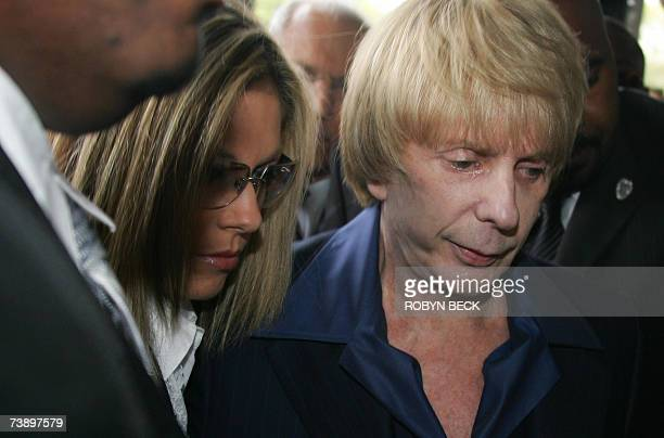 Los Angeles, UNITED STATES: Music producer Phil Spector arrives with wife Rachelle Short at Los Angeles Superior Court during the jury selection...