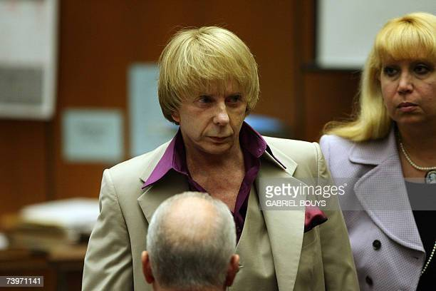 Music producer Phil Spector arrives with unidentified members of his defense team for opening statements in his murder trial 25 April 2007 at Los...