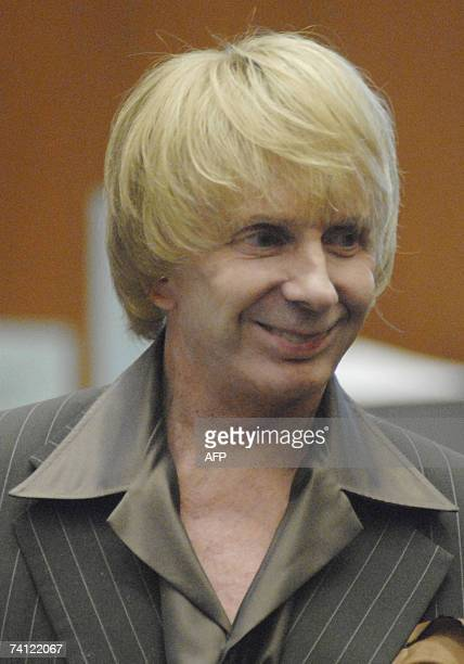 Los Angeles, UNITED STATES: Music producer Phil Spector is pictured at the end of the day during his murder trial at Los Angeles Superior Court in...