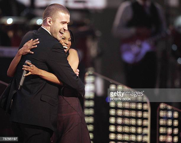 Singer Justin Timberlake and My GRAMMY Moment winner Robyn Troup perform at the 49th Grammy Awards in Los Angeles 11 February 2007 AFP PHOTO/Robyn...