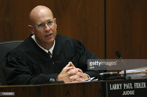Superior Court Judge Larry Fidler addresses the prosecution during the murder trial of music producer Phil Spector in Los Angeles 02 May 2007 Fidler...