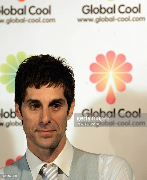 """Los Angeles, UNITED STATES: The former lead singer of """"Jane's Addiction"""" Perry Farrell adresses to a group of reporters during a press conference in..."""