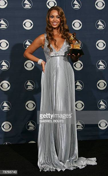 Winner of Best Contemporary RB Album Beyonce poses with her trophy at the 49th Grammy Awards in Los Angeles 11 February 2007 AFP PHOTO/Gabriel BOUYS
