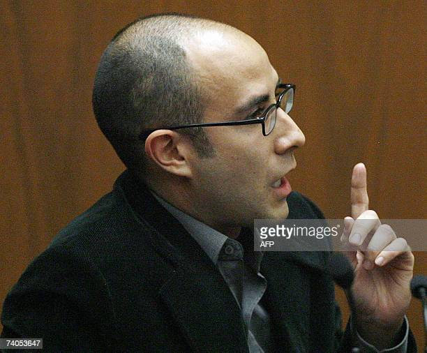 Witness Gregory Diamond testifies during the murder trial of music producer Phil Spector at Los Angeles Superior Court in Los Angeles 02 May 2007...