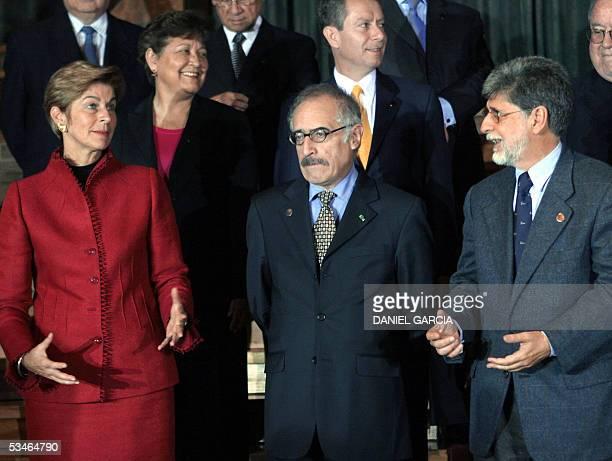 Los cancilleres Carolina Barco de Colombia y Celso Amorin de Brasil, conversan junto a Armando Loiza de Bolivia, la embajadora de Mexico en Argentina...