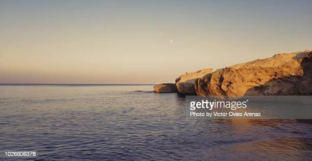 los escullos beach at sunset, cabo de gata, almeria, spain - victor ovies fotografías e imágenes de stock
